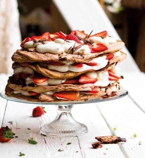 Jahodová pavlova (dort)