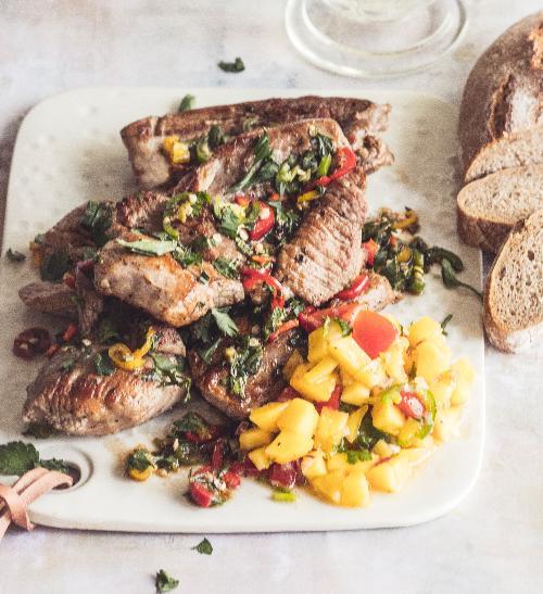 Pikantní krůtí steaky s mangovou salsou
