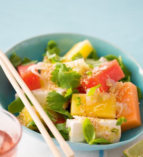 Melounový salát se sýrem feta a sezamovými semínky