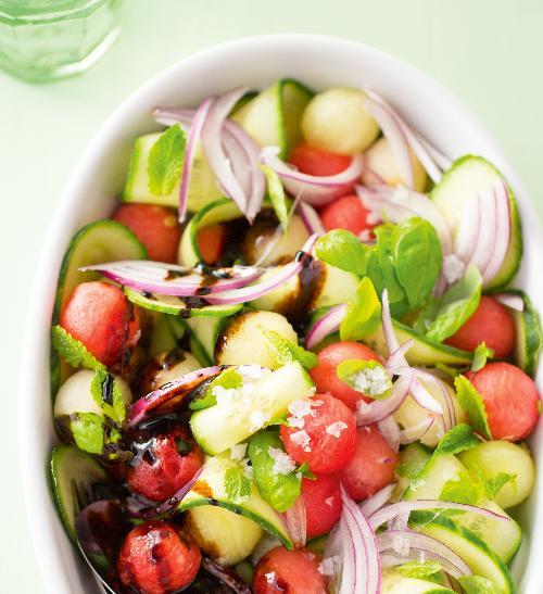 Melounový salát s okurkou a balzamikem