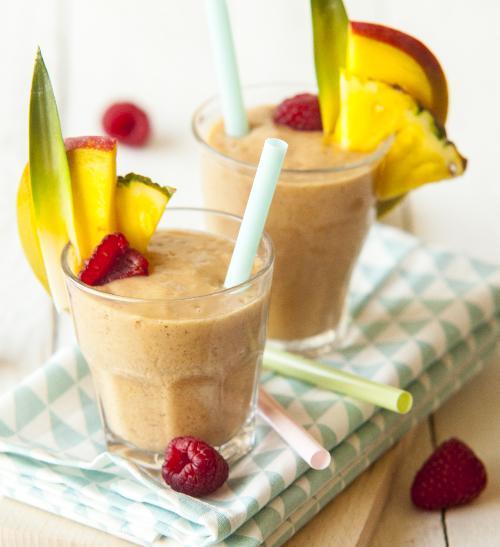 Ananasové smoothie s malinami