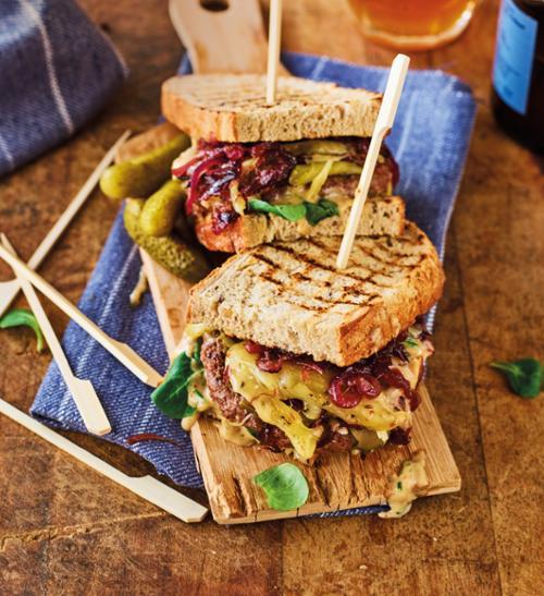 Royal sendvič se zrajícím holandským sýrem