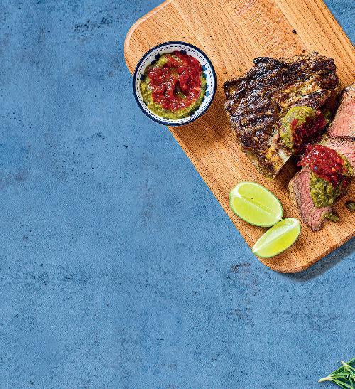 Rib eye steak s omáčkou z grilovaných paprik