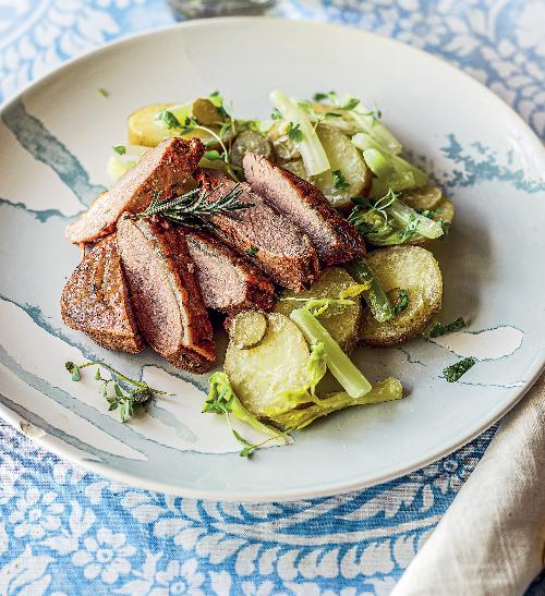 Kachní prsíčka s lehkým bramborovým salátem