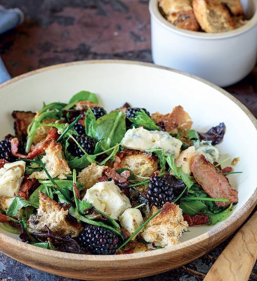 Francouzský salát s roquefortem a slaninou