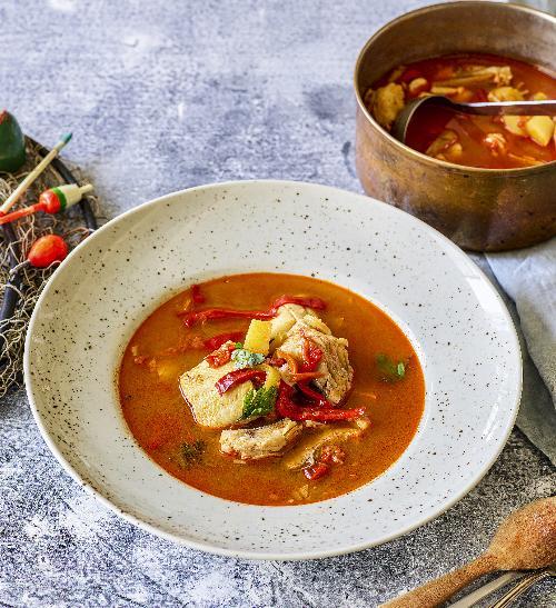 Halászlé maďarská rybí polévka