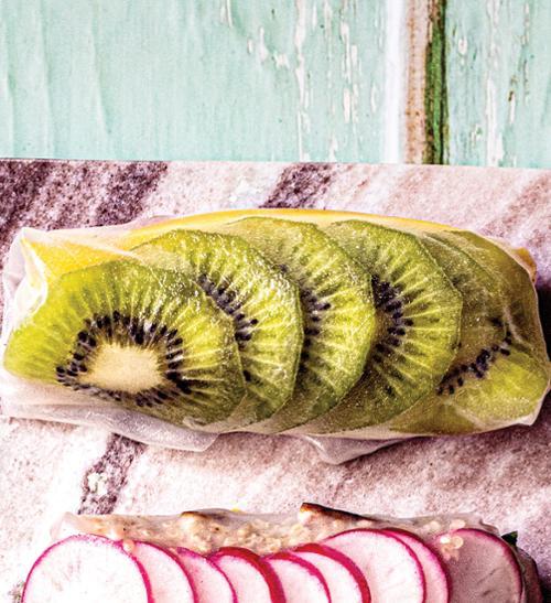 Jarní závitky barvy duhy kiwi