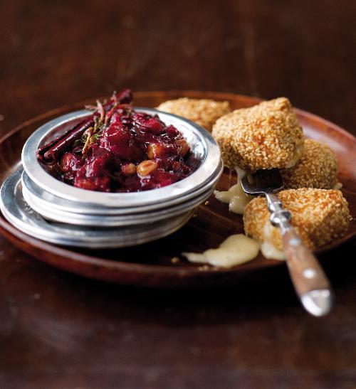 Pikantní švestkové čatní se smaženým hermelínem