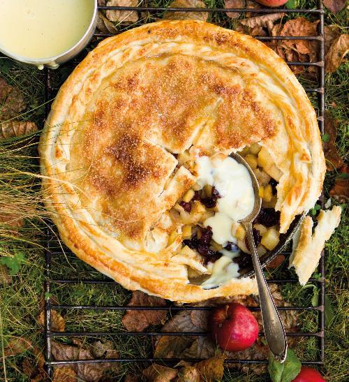 Jablečný koláč z listového těsta s pudinkem