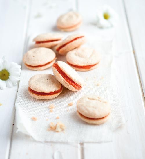 Laskonky s mrkvovým krémem