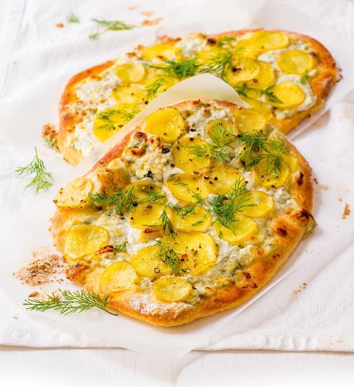Domácí bramborová pizza s tvarohem a koprem