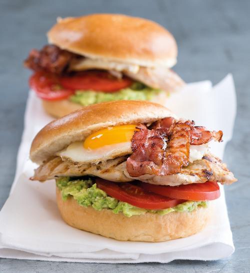 Krůtí burgery se sýrem a avokádem