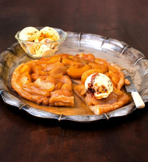 Obrácený jablečný koláč s calvados