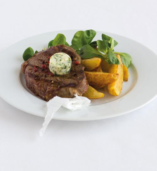 Steaky s pařížským máslem a pečenými brambory