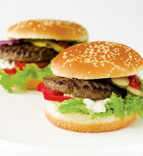 Hamburger z hovězího masa s domácí tatarkou