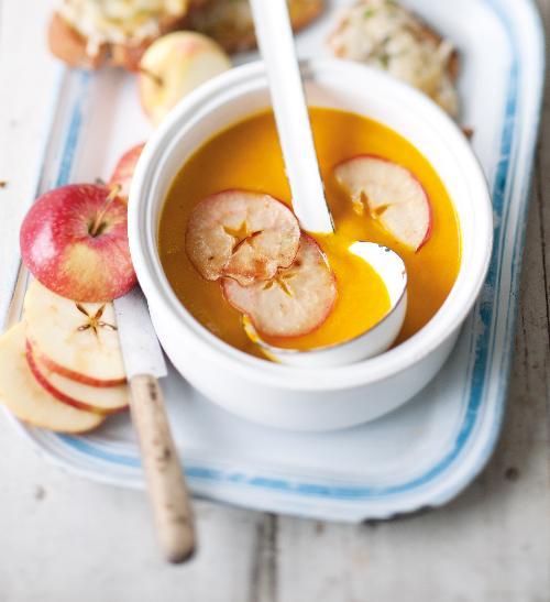 Dýňová polévka s jablky a sýrovo-tymiánové tousty