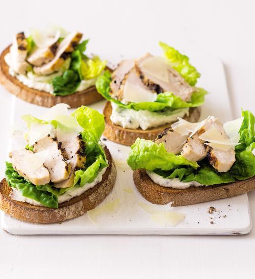 Caesar salát jako sendvič