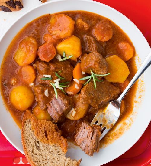Hovězí s mrkví a bramborami