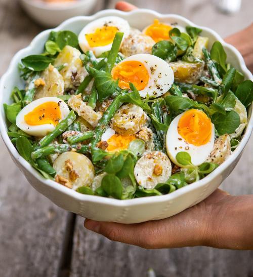 Salát z nových brambor a vajec