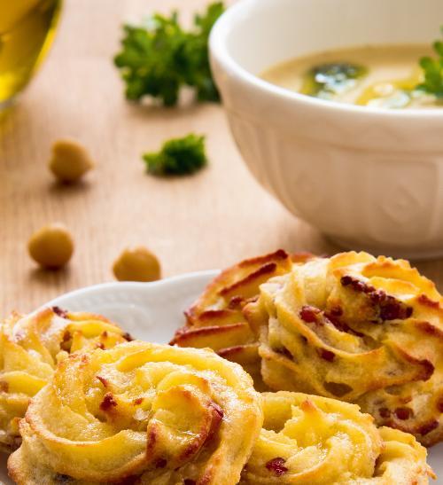 Cizrnová polévka s pestem a bramborovými pusinkami