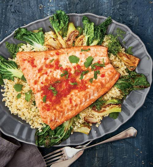 Pikantní losos sbulgurem a zeleninou