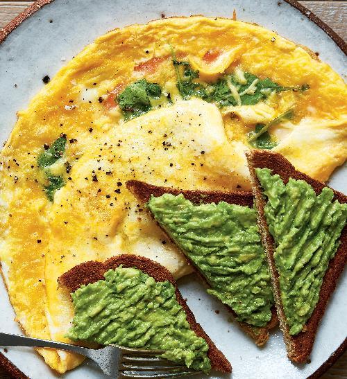 Omeleta slososem a avokádovým toustem