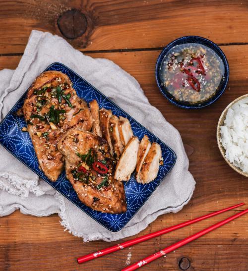 Grilovaná kuřecí prsa v sezamovo-zázvorové marinádě