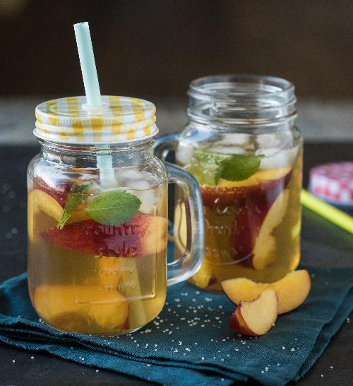 Ledový čaj s nektarinkami